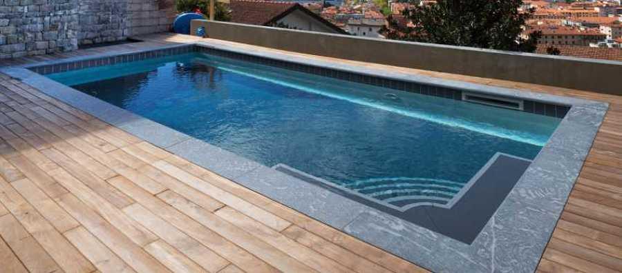 Skimmer da parete per manutenzione piscina