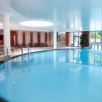Manutenzione piscine con pulizia profonda