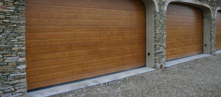 Costi e consigli per una porta garage automatica habitissimo for Prezzo per costruire un garage