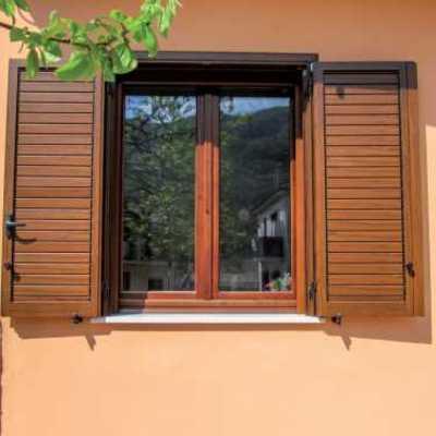 Sostituire vetri per infissi in legno prezzo e preventivi for Prezzo infissi legno