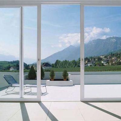 La manutenzione del telaio nella finestre in PVC
