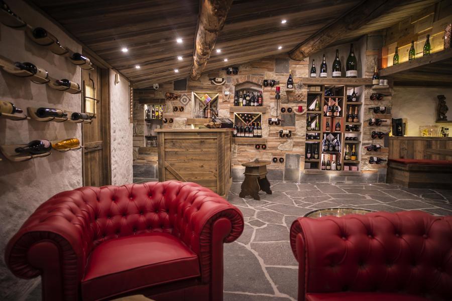 Preventivi e consigli per ristrutturare una cantina for Arredare una taverna rustica