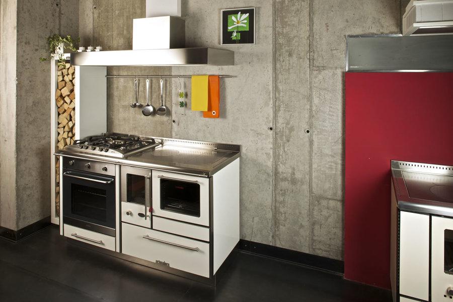 Idee consigli e prezzi per arredare la cucina habitissimo - Stufe a legna piccole dimensioni prezzi ...