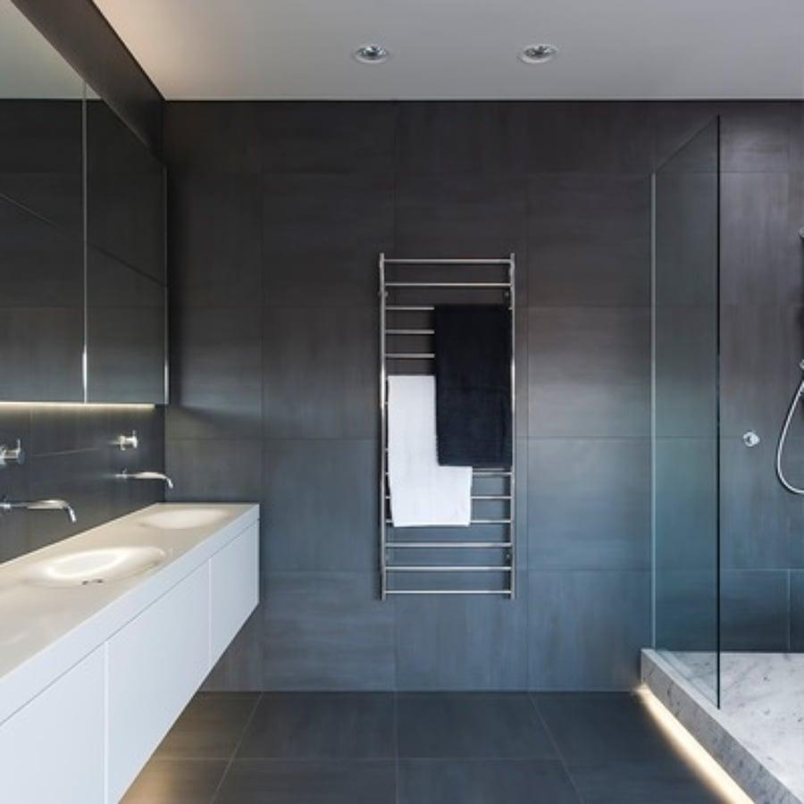 Ristrutturare bagni trucchi idee e prezzi habitissimo for Rivestimenti bagni moderni