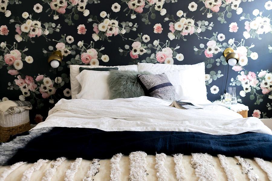 Mettere carta da parati in camera da letto idee e costi habitissimo - Parati per camere da letto ...