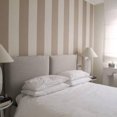 Mettere carta da parati in camera da letto idee e costi for Carta da parati a righe camera da letto