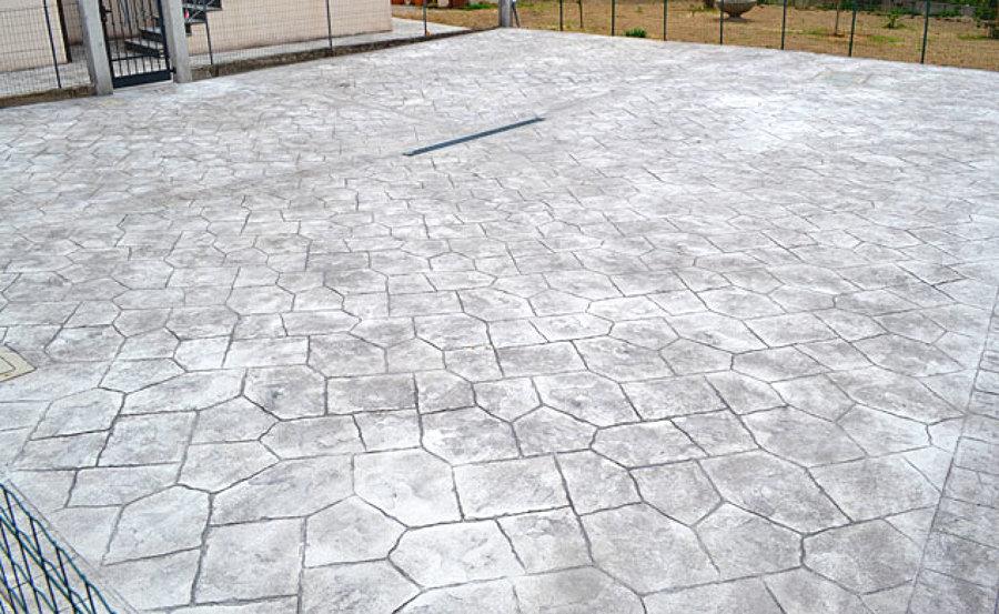 Vantaggi e consigli sui pavimenti continui habitissimo - Mattonelle in cemento per esterno ...