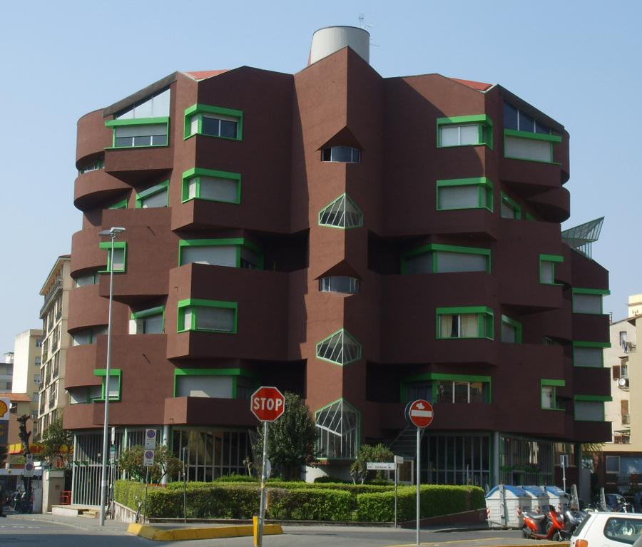 Dipingere la facciata con colori scuri with pittura for Budget piani casa intelligente