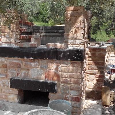 Costruire un barbecue quanto costa e come progettarlo habitissimo - Barbecue in pietra per esterni ...