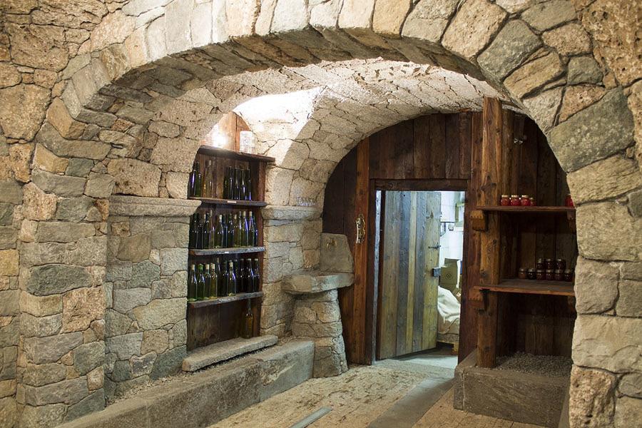 Costruire una cantina vantaggi consigli e prezzi - Costruire casa in pietra ...