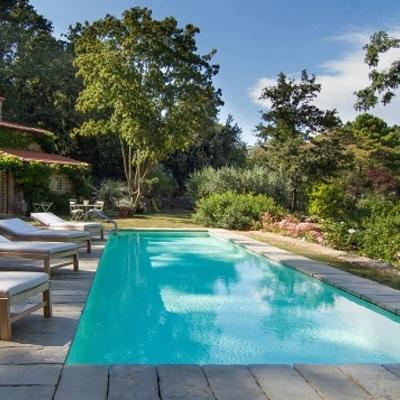 La bellezza della piscina a sfioro costi e tipi habitissimo - Costruire piscina costi ...