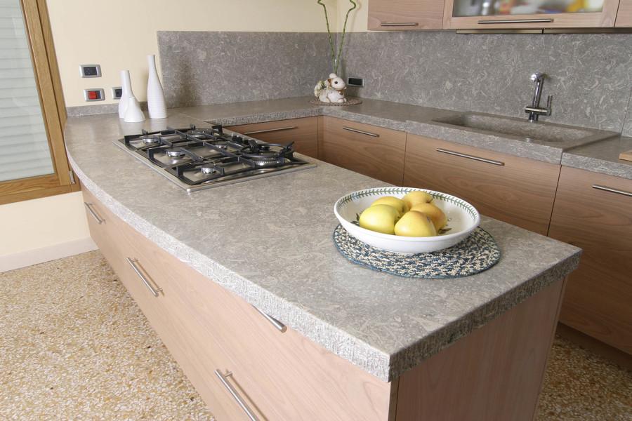 Come installare un top cucina in pietra costi e consigli habitissimo - Top in pietra per cucine ...
