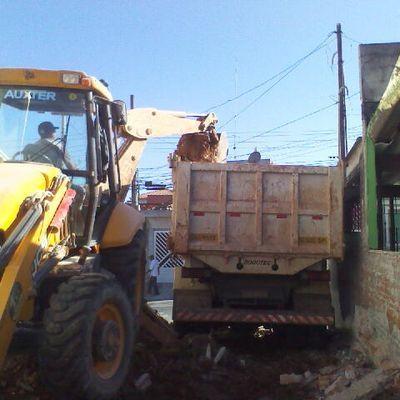 Demolizioni con martello pneumatico