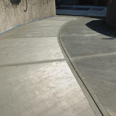 Costruire rampa in garage norme e materiali habitissimo for Costruire un garage su un terreno in pendenza