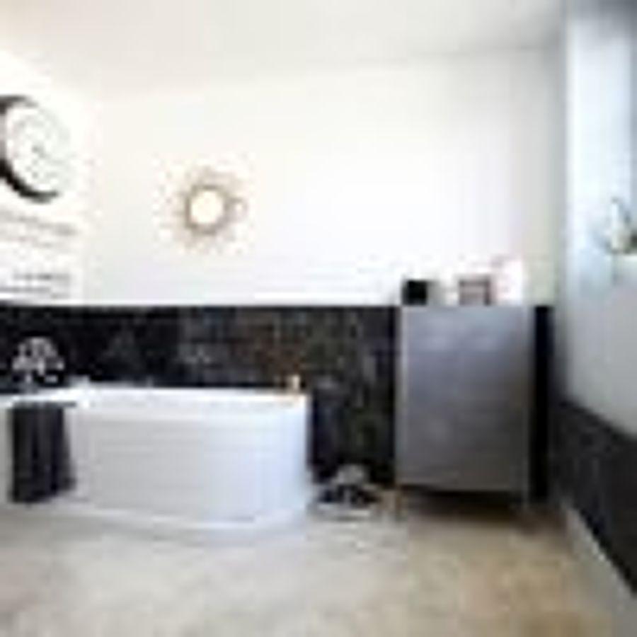 Quanto costa dipingere interni di casa idee e preventivi - Dipingere mattonelle bagno ...