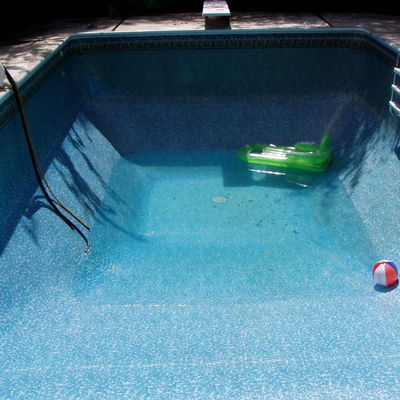 Drenaggio piscina per pulizia piastrelle