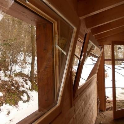 Finestra in legno con tecnologia Vasistas