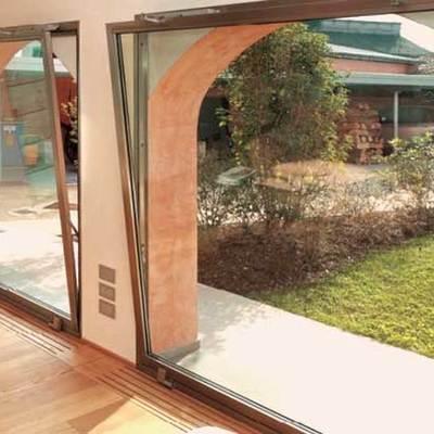 Installare finestre in alluminio costi e vantaggi for Finestra a vasistas