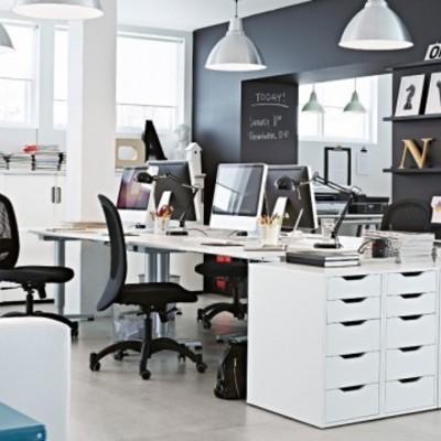 Parete scura per un ufficio alla moda