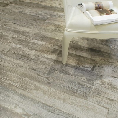Raffinate ed eleganti: piastrelle in gres effetto legno