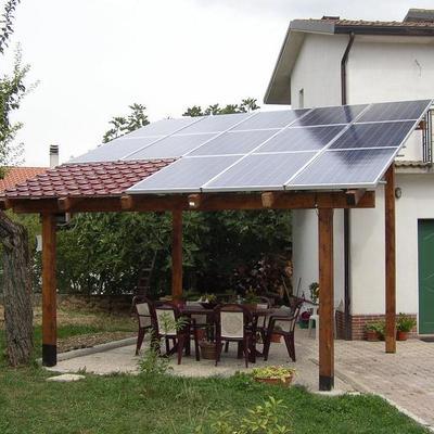 Impianto fotovoltaico realizzato su pergolato