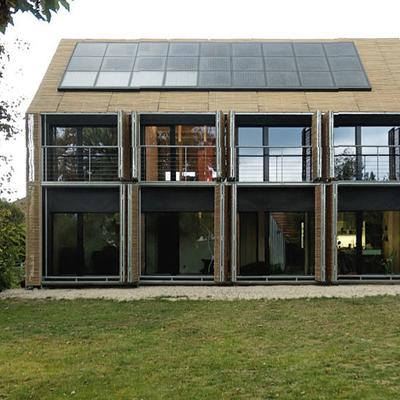 Installazione di pannelli solari a copertura parziale del tetto