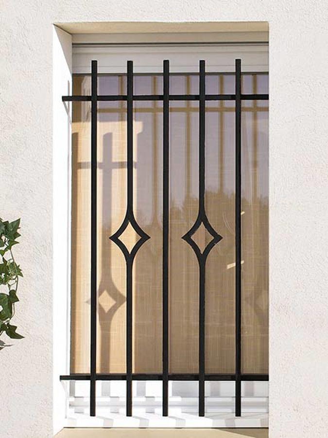 Inferriate metalliche confronta prezzi online habitissimo - Grate in ferro battuto per finestre ...