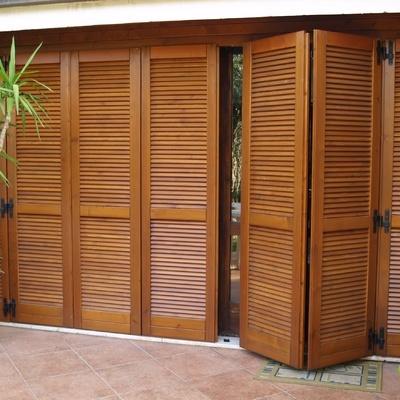 Riparare porte in legno prezzi e cose da sapere habitissimo for Scuri in legno prezzi online
