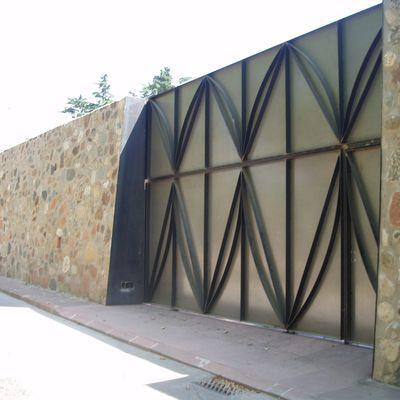 Muro in blocchi di tufo