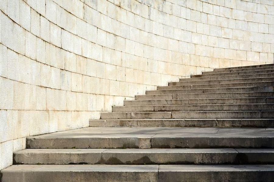 Muro in pietre sbozzate