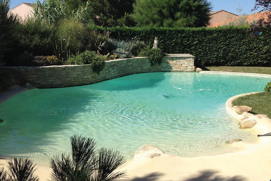 Piscina a forma di laghetto costi e consigli habitissimo - Costruire piscina costi ...