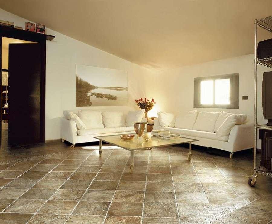 Pavimento antiscivolo con piastrelle rustiche
