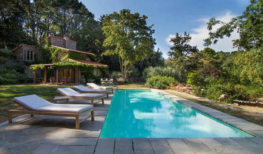 Prezzi e guida per la ristrutturazione di piscine for Pulizia fondo laghetto