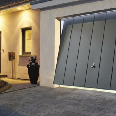 Porte garage e saracinesche tipologie e prezzi habitissimo for Porta basculante per cani grandi con microchip