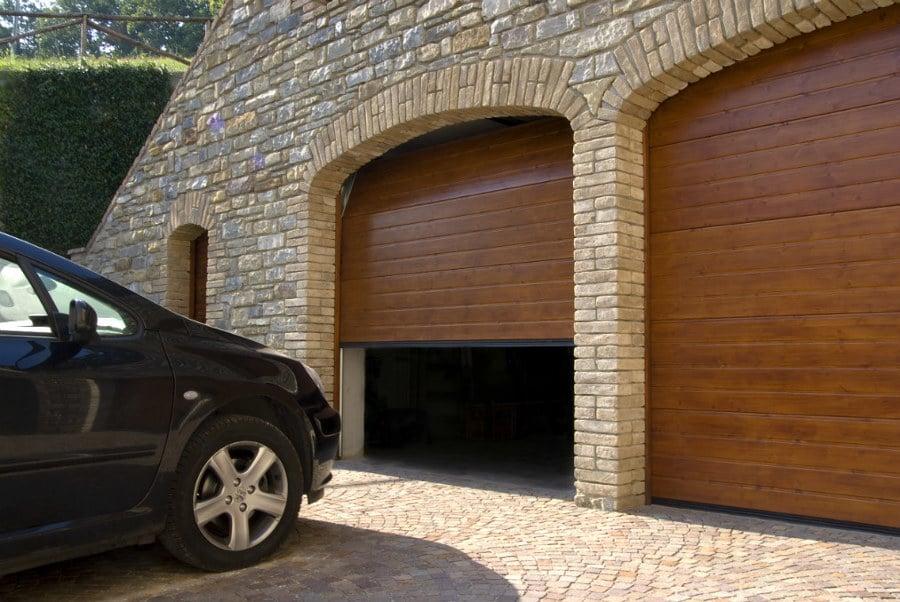 Porte garage e saracinesche tipologie e prezzi habitissimo - Serranda elettrica casa ...
