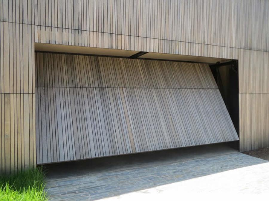 Installare porta garage in pvc informazine e costi habitissimo - Prezzo porta basculante garage ...