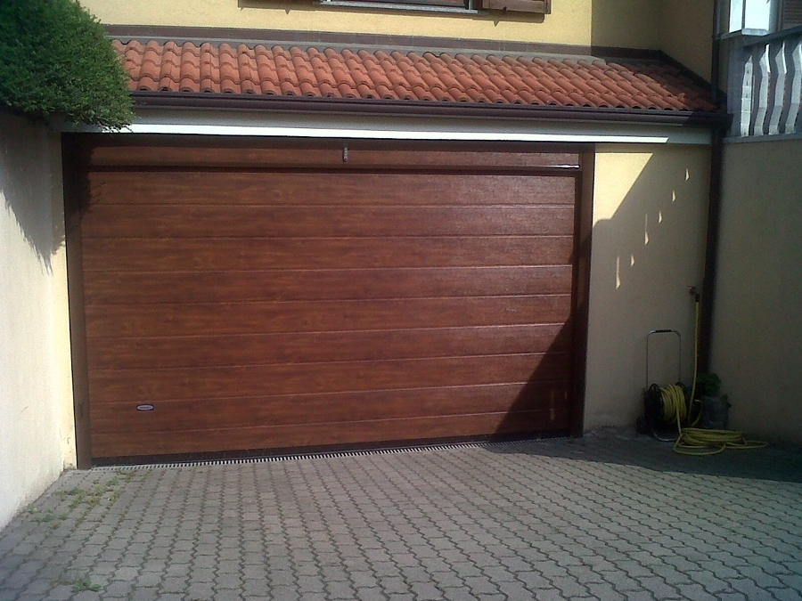 Porte garage e saracinesche tipologie e prezzi habitissimo - Porta garage sezionale prezzi ...