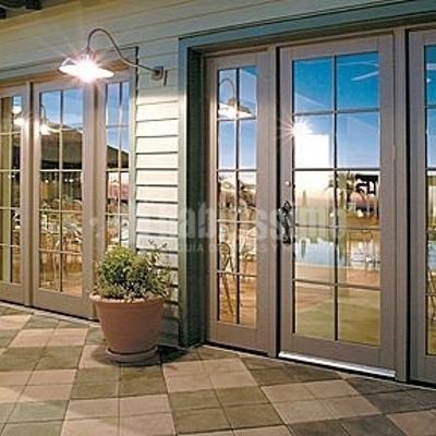 Porta in PVC con inserti in vetro