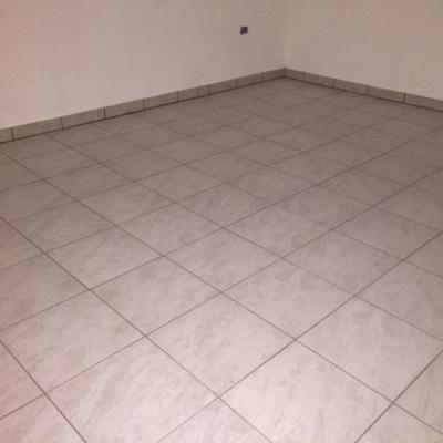 Battiscopa in tinta con il pavimento