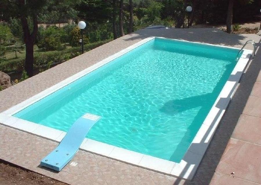 Quale rivestimento per la piscina costi e idee habitissimo - Rivestimento piastrelle per piscine ...