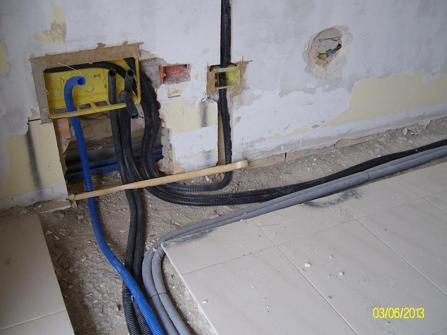 Costo di realizzazione tracce per passaggi di fili o tubi habitissimo - Realizzare impianto elettrico casa ...