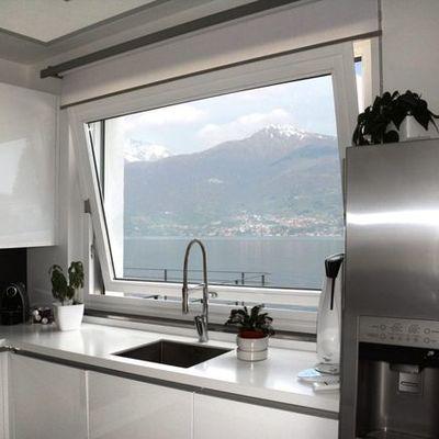 Consigli e costi per la fornitura finestre in alluminio for Finestra a vasistas