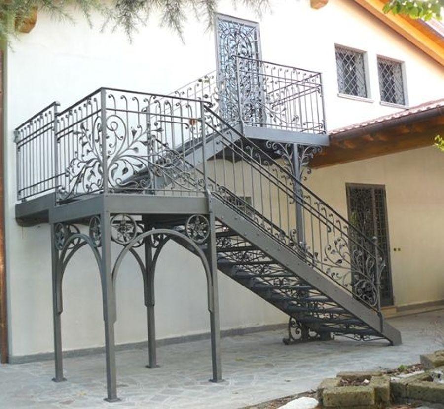 Ringhiere e recinzioni in ferro caratteristiche e costi habitissimo - Scale per esterno in muratura ...