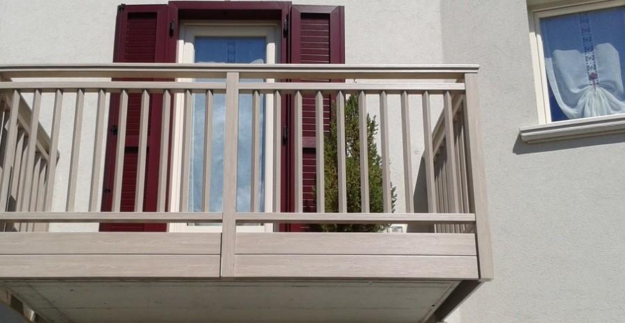 Informazione e prezzi per ringhiere e recinzioni in pvc for Porta balcone pvc prezzi