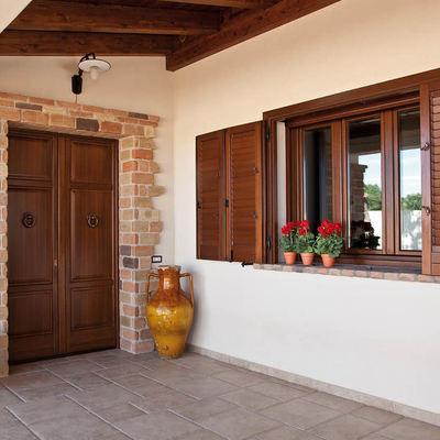 Prezzi e consigli per il restauro infissi in legno - Restauro finestre in legno prezzi ...