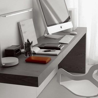 Realizzare scrivania su misura idee materiali e costi for Migliori lampade da scrivania