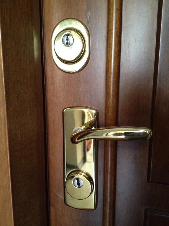 Passaggi e costi per cambiare le serrature habitissimo - Cambiare serratura porta ...