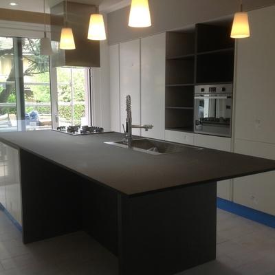 Come installare top cucina in quarzo costi e consigli - Top cucina quarzo ...