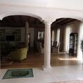 Archi in cartongesso con colonna centrale