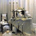 candelabri e sedia